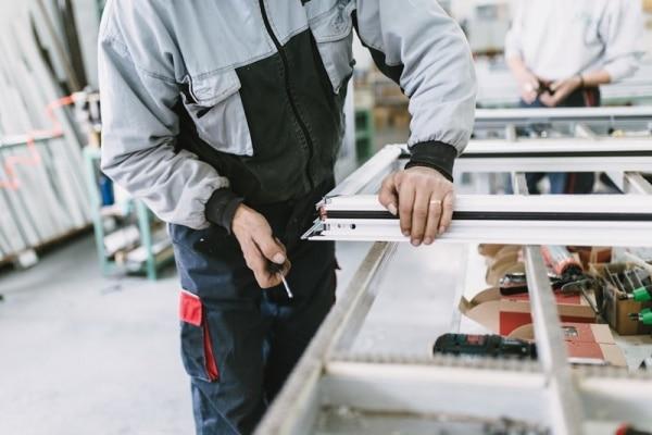 realizar el mantenimiento de las ventanas de aluminio